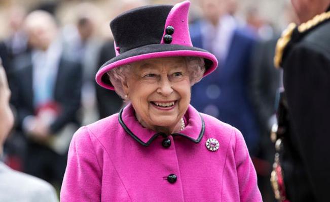 La reina Isabel II restaura la moda del sombrero 66297a7fb0a